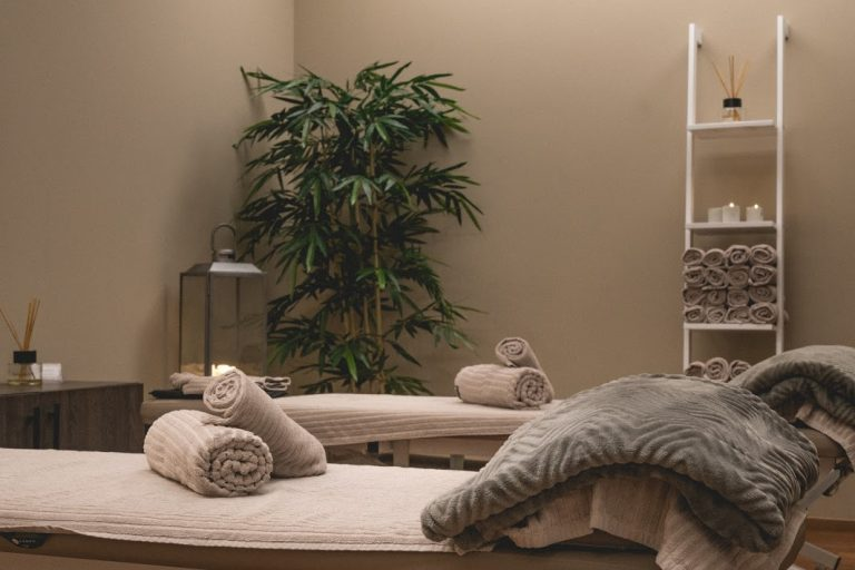 Rentouttava ympäristö edistämässä hieronnassa rentoutumista